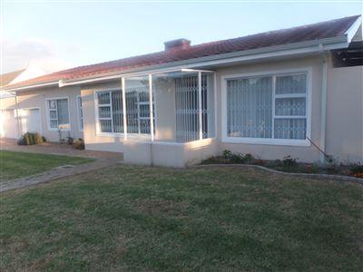 House for sale in Oakglen