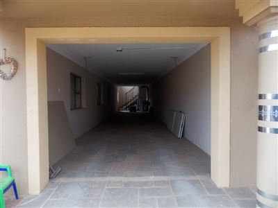 Dobsonville property for sale. Ref No: 13387542. Picture no 32