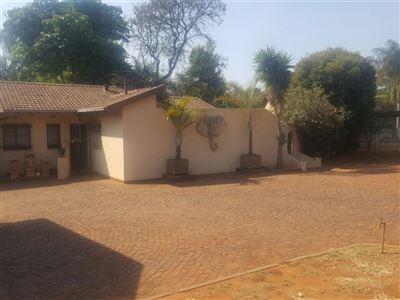 Sinoville property for sale. Ref No: 13389123. Picture no 9
