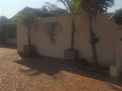 Sinoville property for sale. Ref No: 13389123. Picture no 14