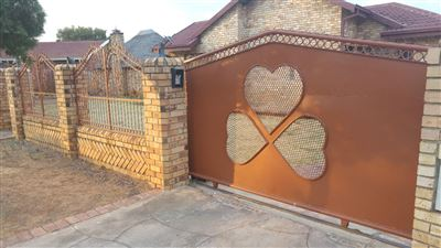 House for sale in Dassie Rand
