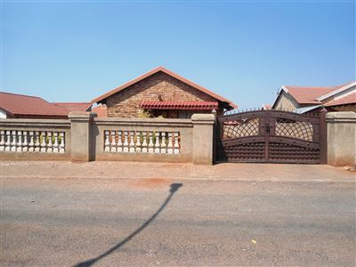 Geelhoutpark And Ext property for sale. Ref No: 13390103. Picture no 30