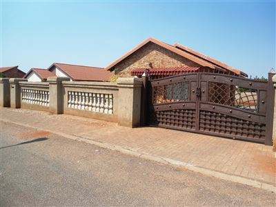 Geelhoutpark And Ext property for sale. Ref No: 13390103. Picture no 32