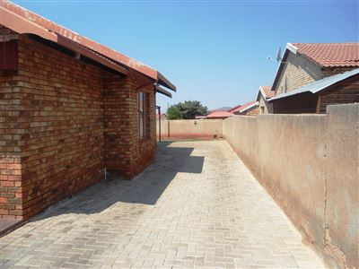 Geelhoutpark And Ext property for sale. Ref No: 13390103. Picture no 33
