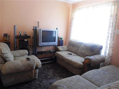 Geelhoutpark And Ext property for sale. Ref No: 13390103. Picture no 7