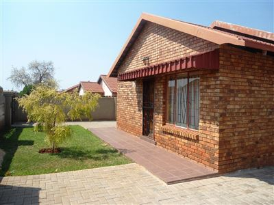 Geelhoutpark And Ext property for sale. Ref No: 13390103. Picture no 24