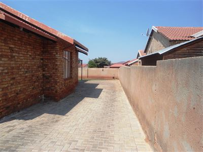 Geelhoutpark And Ext property for sale. Ref No: 13390103. Picture no 39