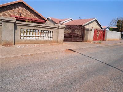 Geelhoutpark And Ext property for sale. Ref No: 13390103. Picture no 1