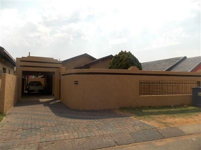 Soweto, Diepkloof & Ext Property  | Houses For Sale Diepkloof & Ext, Diepkloof & Ext, House 3 bedrooms property for sale Price:795,000