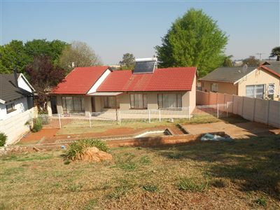 Roodepoort, Lindhaven & Ext Property  | Houses For Sale Lindhaven & Ext, Lindhaven & Ext, House 3 bedrooms property for sale Price:870,000