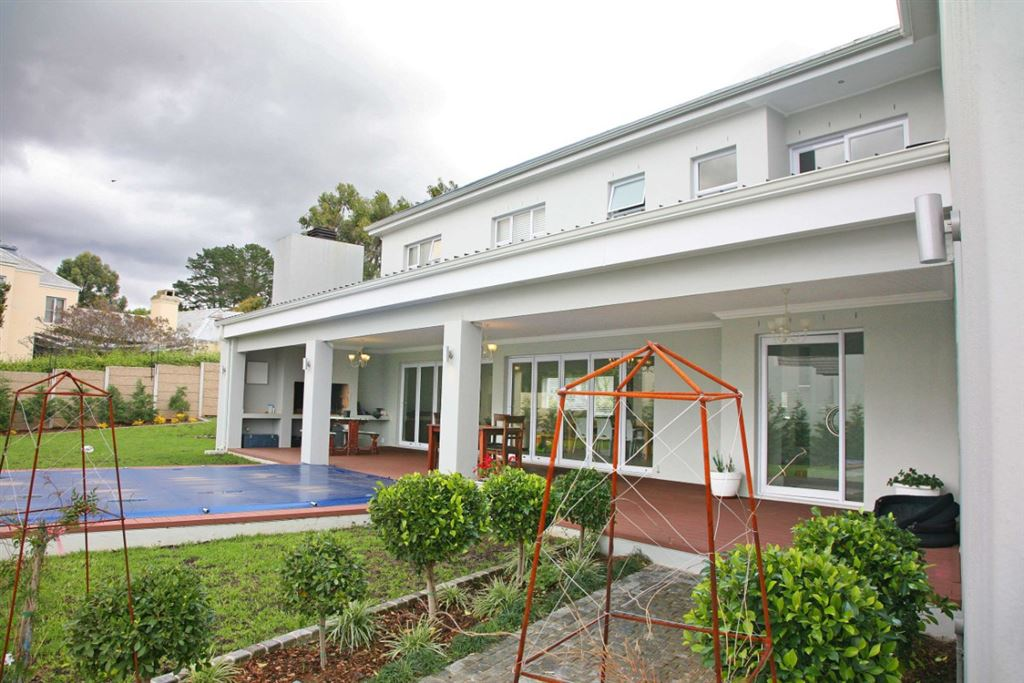 Irresistible Family Home For Sale In Aurora - Durbanville