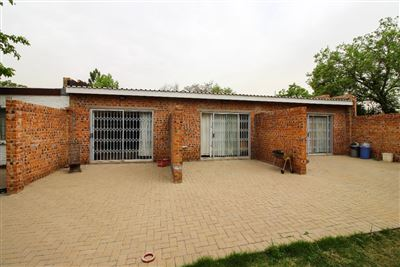 Bloemfontein, Universitas Property  | Houses For Sale Universitas, Universitas, House 8 bedrooms property for sale Price:2,100,000