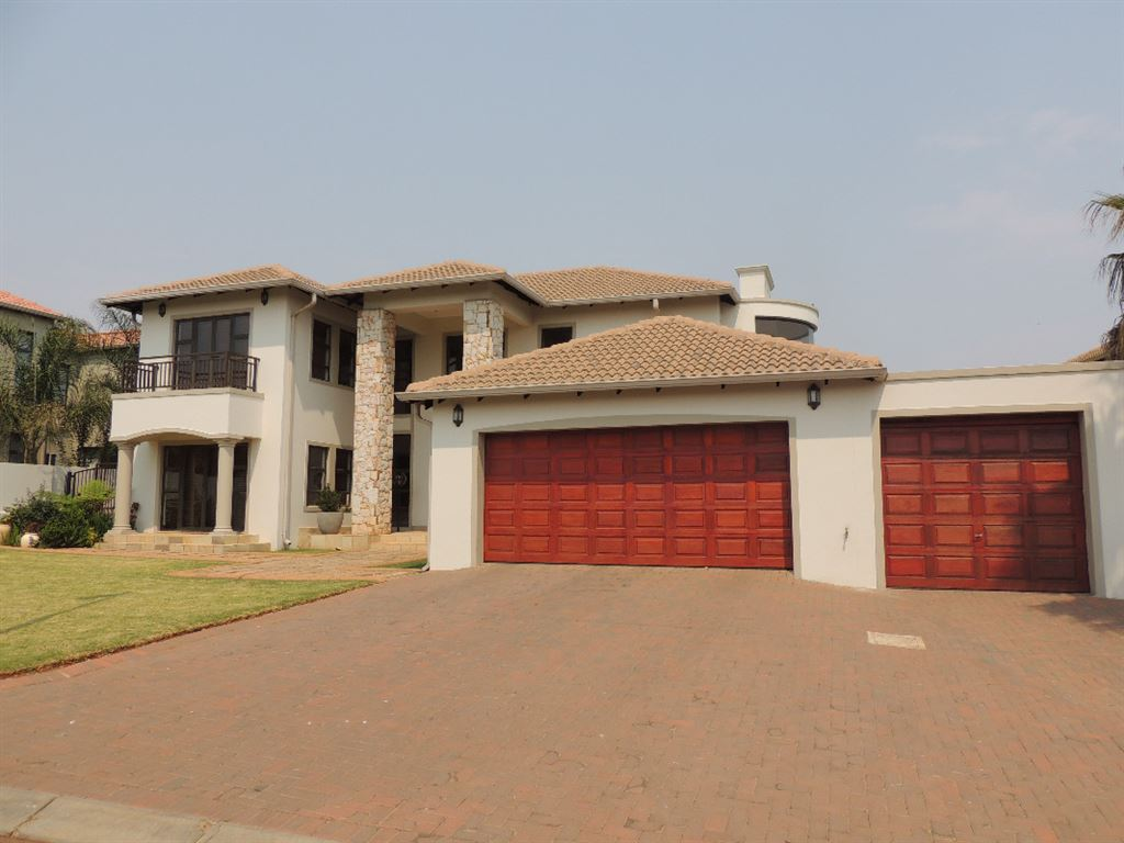 Golf Estate Living With Views Over The 8th Fairway