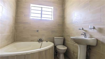 Sunnyridge to rent property. Ref No: 13390914. Picture no 12
