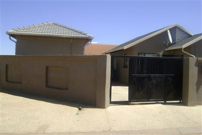 Soweto, Protea Glen & Ext Property  | Houses For Sale Protea Glen & Ext, Protea Glen & Ext, House 4 bedrooms property for sale Price:680,000