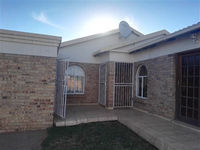 Bloemfontein, Vista Park Property  | Houses For Sale Vista Park, Vista Park, House 3 bedrooms property for sale Price:980,000