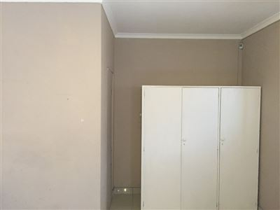 Pinelands property to rent. Ref No: 13398428. Picture no 10