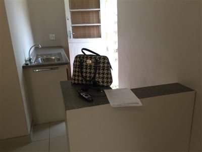 Pinelands property to rent. Ref No: 13398428. Picture no 4