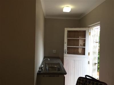 Pinelands property to rent. Ref No: 13398428. Picture no 5