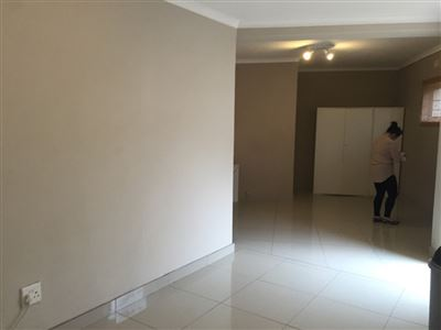 Pinelands property to rent. Ref No: 13398428. Picture no 3