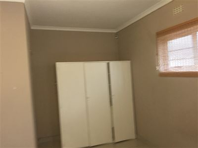 Pinelands property to rent. Ref No: 13398428. Picture no 9