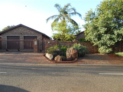 Pretoria, Karenpark & Ext Property  | Houses For Sale Karenpark & Ext, Karenpark & Ext, House 3 bedrooms property for sale Price:1,330,000