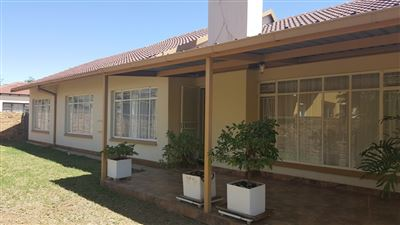 La Hoff property for sale. Ref No: 13398873. Picture no 1