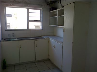 Southernwood property to rent. Ref No: 13396420. Picture no 3