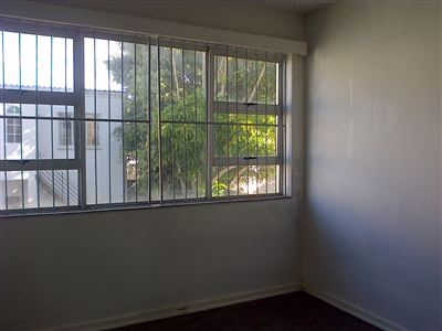 Southernwood property to rent. Ref No: 13396420. Picture no 5