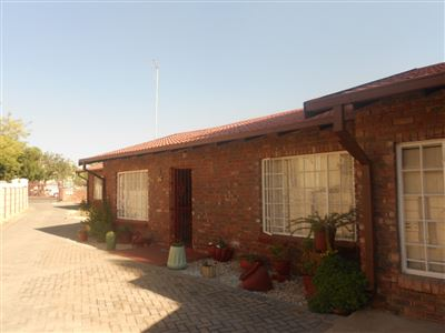 Parys property for sale. Ref No: 13400057. Picture no 1