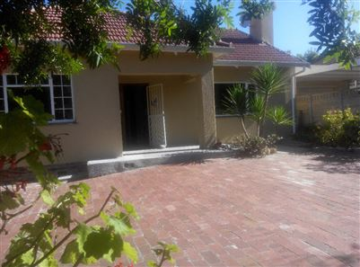 Pinelands property to rent. Ref No: 13400066. Picture no 1