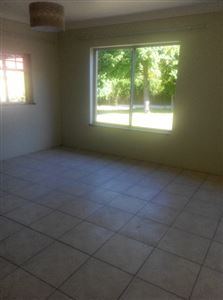 Pinelands property to rent. Ref No: 13400066. Picture no 8