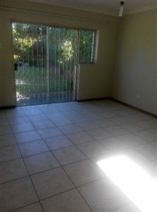 Pinelands property to rent. Ref No: 13400066. Picture no 9
