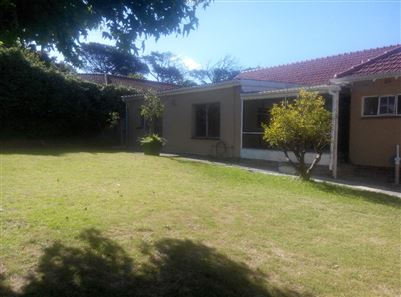 Pinelands property to rent. Ref No: 13400066. Picture no 12