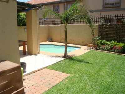 Willow Park Manor property for sale. Ref No: 13400063. Picture no 1