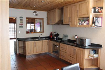 Bonnie Brae property for sale. Ref No: 13400711. Picture no 1