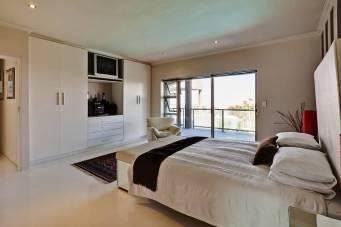Camps Bay property to rent. Ref No: 13401694. Picture no 8