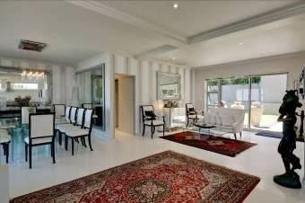 Camps Bay property to rent. Ref No: 13401694. Picture no 10