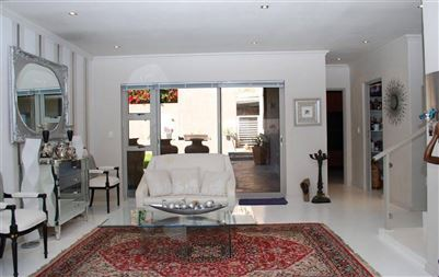 Camps Bay property to rent. Ref No: 13401694. Picture no 16