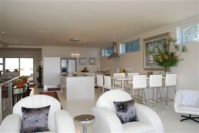 Camps Bay property to rent. Ref No: 13401694. Picture no 22