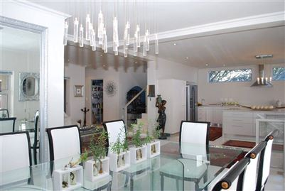 Camps Bay property to rent. Ref No: 13401694. Picture no 24