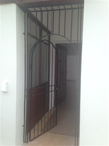 Bantry Bay property to rent. Ref No: 13401912. Picture no 12