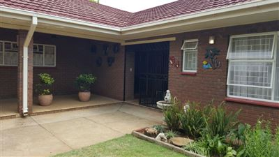 Parys property for sale. Ref No: 13381024. Picture no 2