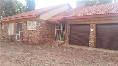 Klerksdorp, Flamwood Property  | Houses For Sale Flamwood, Flamwood, Townhouse 3 bedrooms property for sale Price:750,000