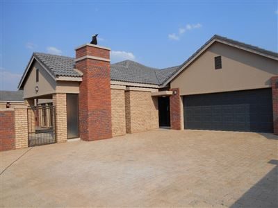 Potchefstroom, Van Der Hoff Park & Ext Property  | Houses For Sale Van Der Hoff Park & Ext, Van Der Hoff Park & Ext, House 3 bedrooms property for sale Price:1,900,000