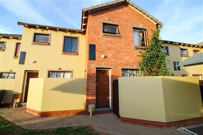 Bloemfontein, Bayswater Property  | Houses For Sale Bayswater, Bayswater, Townhouse 2 bedrooms property for sale Price:700,000