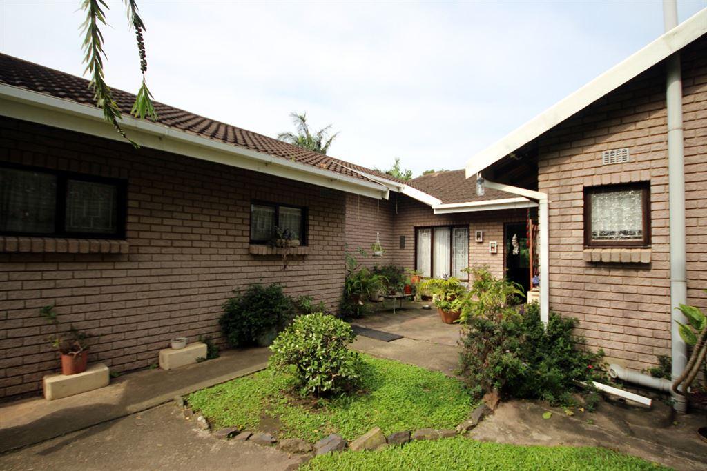 2 bedroom face brick house - Scottburgh South