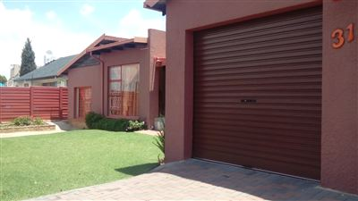 Property and Houses for sale in Gillview, House, 4 Bedrooms - ZAR 1,495,000