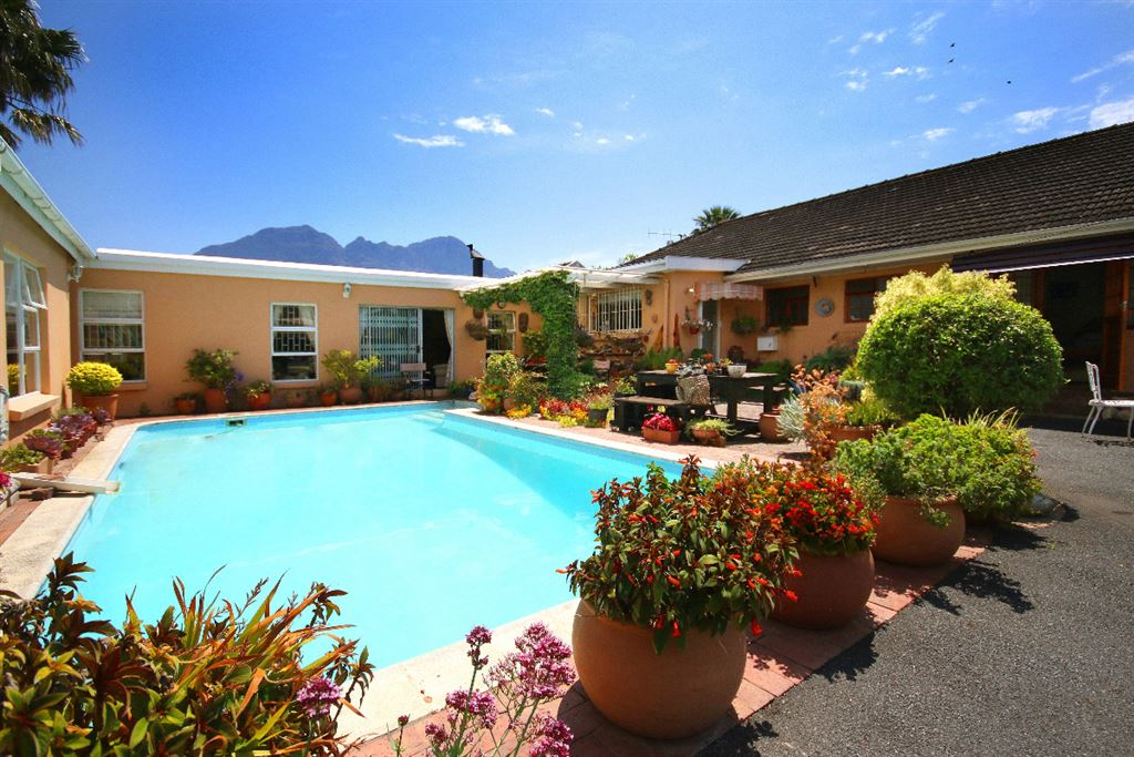 Opportunity in Somerset West - Going concern or dual living