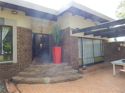 Constantia Park property for sale. Ref No: 13415943. Picture no 4